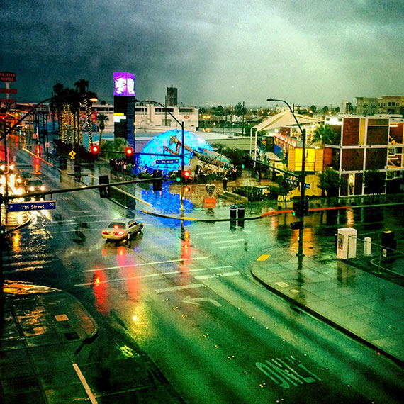 container_park_in_the-rain_1373_570