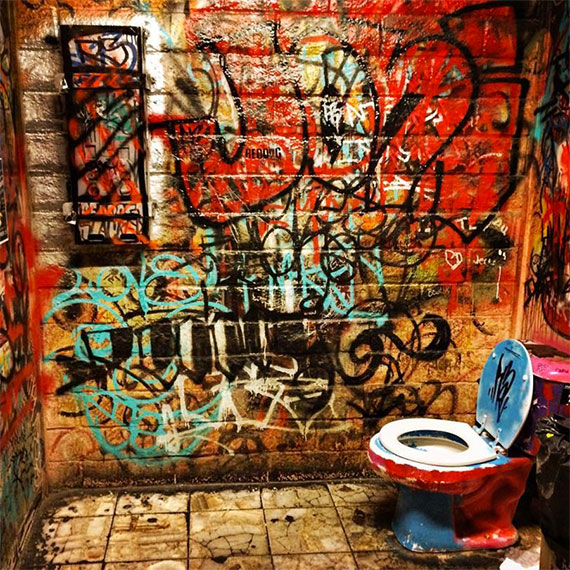 double_down_saloon_loo_570