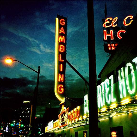 el_cortez_street_lamp_night_570