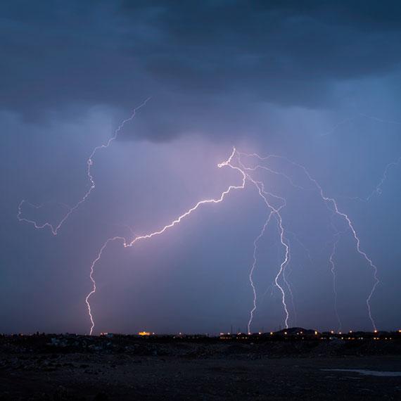 gelliott_lightning_01_570