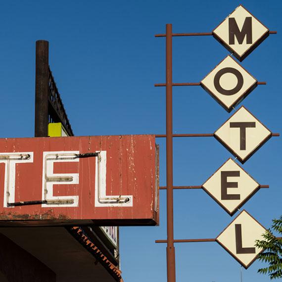 glenn_elliott_motel_570