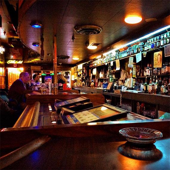 huntridge_tavern_barscape_570