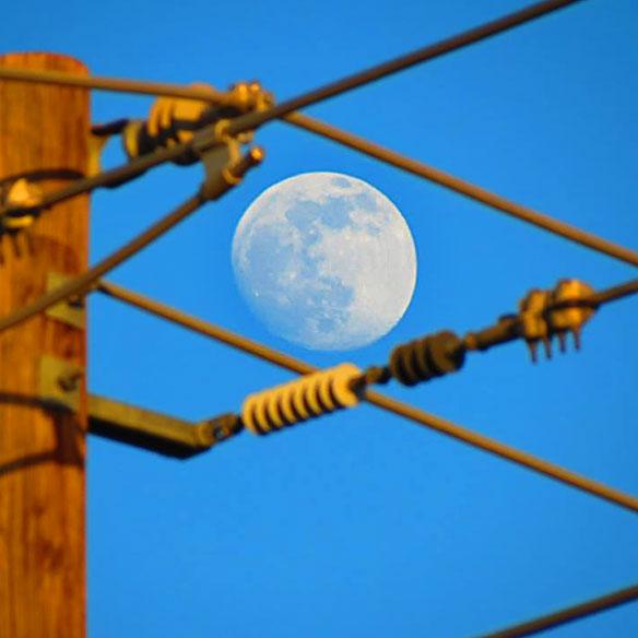 jmiller_near_full_moon_wired_584