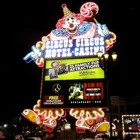 jwinet_circus_circus_sign_8428_570