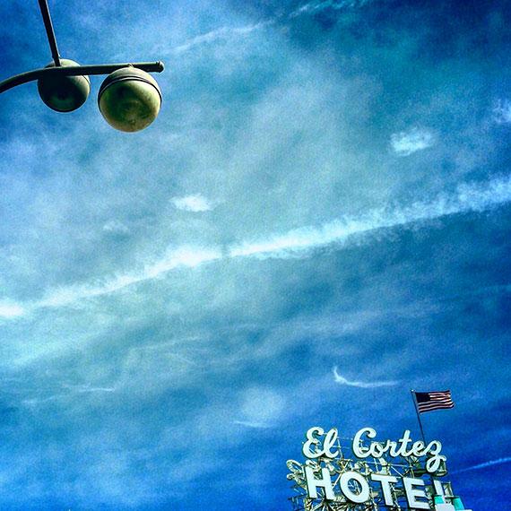 light_trail_flag_hotel_5586_570