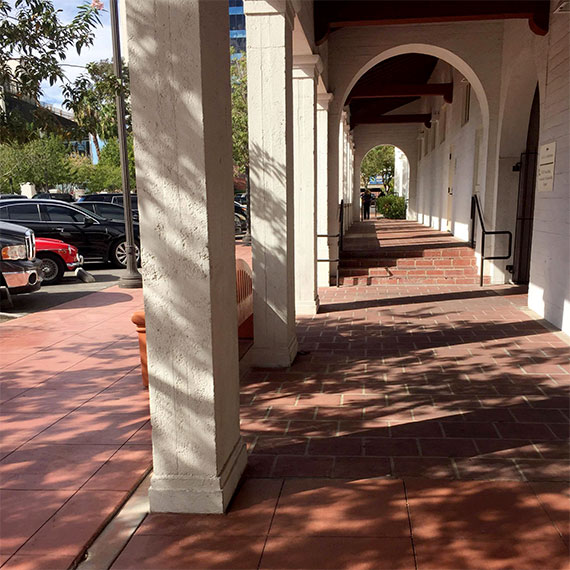 lstamanis_5th_street_school_walkway_570