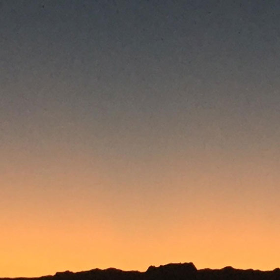 lstamanis_mountain_range_sky_570