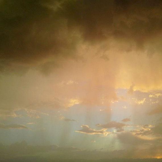 lstamanis_stormy_sky_570
