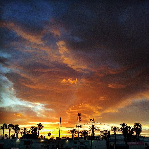 monumental_sunset_sky_570