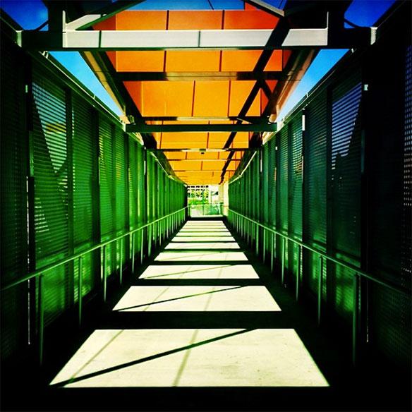 pedestrian_bridge_railroad_tracks_584