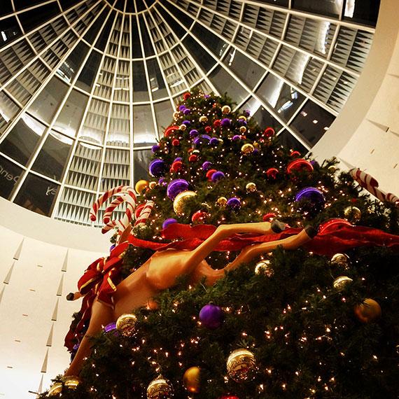 santas_tree_blvd_mall_570