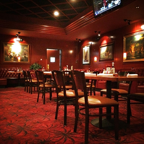 village_pub_dining_room_570