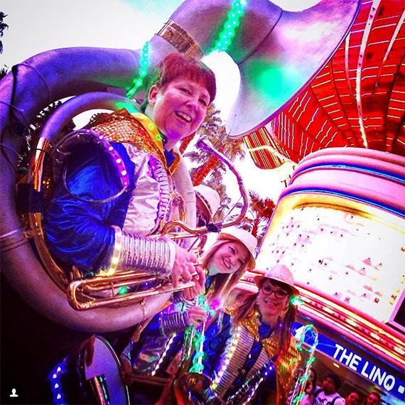 ginger_bruner_linq_mardi_gras_parade_570