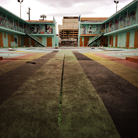 art_motel_courtyard_570