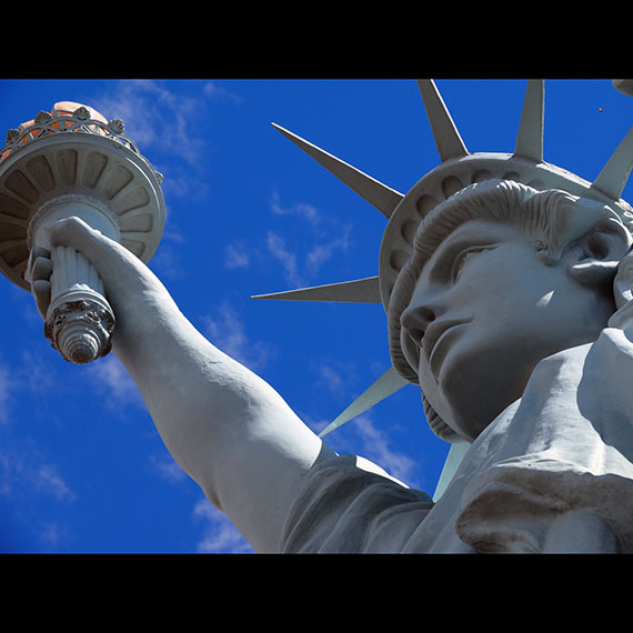 statue_of_liberty_close_up_570