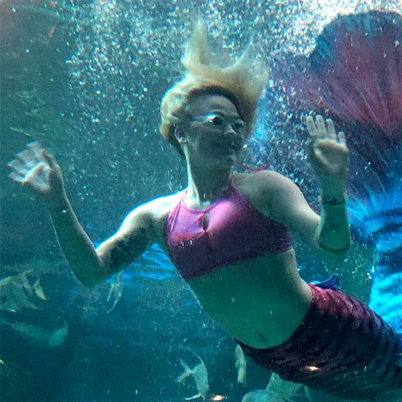 dperez_mermaid_sighting_at_the_mermaid_bar_and_lounge_570