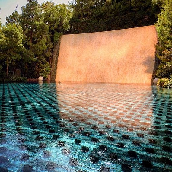 wynn_pool_fountain_570