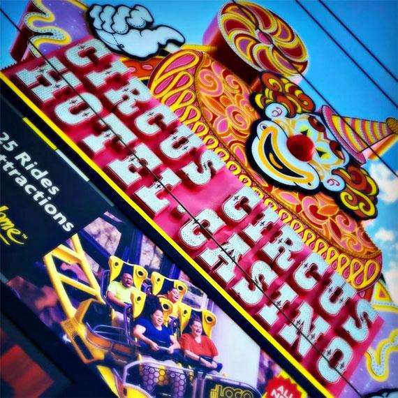 circus_circus_sign_angled_570