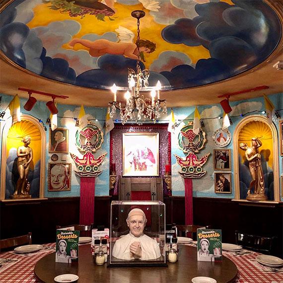 buca_di_beppo_flamingo_round_dining_room_570